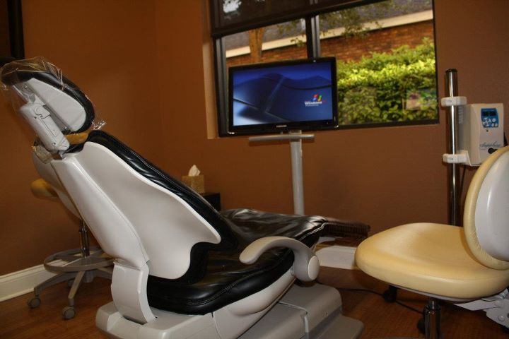 Dentist's office with chair and computer screen